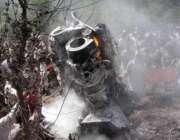 مظفر آباد، پاک فوج کے تباہ ہونے والے ہیلی کاپٹر کے ٹکڑوں میں آگ لگی ..