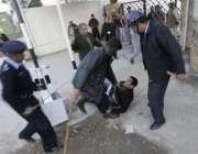 اسلام آباد،پولیس اہلکار معزول چیف جسٹس افتخار چوہدری کی رہائشگاہ کی ..
