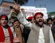 پشاور،عوامی نیشنل پارٹی کے کارکن چارسدہ خودکش حملہ کیخلاف احتجاج کر ..