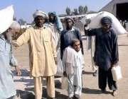 وانا،وزیرستان آپریشن کے متاثرین ٹانک میں امدادی کیمپ سے امدادی اشیا ..