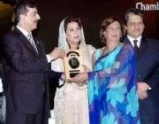 کراچی،وزیراعظم یوسف رضا گیلانی گورنر ہائوس میں منعقدہ ایوارڈ تقریب ..