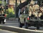 پشاور،پاک فوج کے جوان دہشتگردوں کی سرکاری عمارت پر فائرنگ کے بعد علاقہ ..