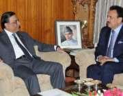 اسلام آباد، وزیر داخلہ رحمان ملک صدر آصف زرداری سے ملاقات کر رہے ہیں۔