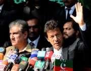 اسلام آباد، چئیرمین تحریک انصاف عمران خان پریس کانفرنس سے خطاب کر رہے ..