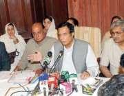 لاہور، نائب وزیراعظم پرویز الہی پریس کانفرنس سے خطاب کر رہے ہیں۔