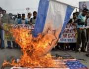 ملتان، مسلم لیگ ن کے کارکن غزہ پر اسرائیلی حملوں کیخلاف احتجاج کے دوران ..