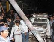 کراچی،  ابوالحسن اصفہانی روڈ پر امام بارگاہ کے قریب بم دھماکے کے بعد ..
