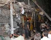 کراچی،  ابوالحسن اصفہانی روڈ پر امام بارگاہ کے قریب بم دھماکے سے متاثرہ ..