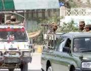 چمن، پاک فوج کے حکام قلعہ عبداللہ کے راستے چمن کوئٹہ ہائی وے پر پولنگ ..