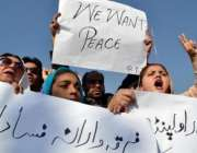 پشاور، تحریک انصاف کی خواتین کارکن پریس کلب کے سامنے عاشورہ پر فرقہ ..