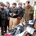 مظفر آباد: محکمہ پولیس کو دی جانیوالی کرائم سین لیب بارے صحافیوں کو ..