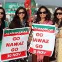 اسلام آباد، تحریک انصاف کے جلسے میں خواتین کارکن وزیراعظم مخالف بینرز ..