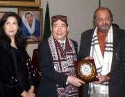 کراچی: اسپیکر سندھ اسمبلی آغاسراج درانی چینی وفد کے سربراہ یادگاری ..