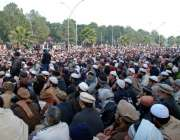 اسلام آباد: اہلسنت و الجماعت کے کارکن پارلیمنٹ کے سامنے مفتی منیر معاویہ ..