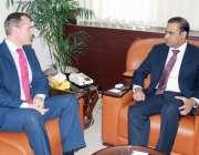 اسلام آباد: وزیر مملکت برائے پانی و بجلی عابد شیر علی سے ڈنمارک کے سفیرجیسپر ..