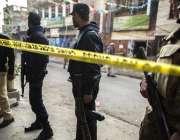 راولپنڈی: سکیورٹی چیک پوسٹ پر خودکش حملہ کے بعد سکیورٹی اہلکار جائے ..