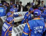 کراچی ، پولیو ٹیم پر فائرنگ میں جاںبحق ہونے والے پولیو ورکرز کی نعشیں ..