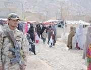 کوئٹہ: سانحہ مستونگ میں جاں بحق ہونیوالے افراد کی تدفین کے موقع پر قبرستان ..