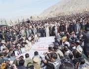 کوئٹہ: مری آباد قبرستان میں سانحہ مستونگ میں جاں بحق ہونیوالے افراد ..