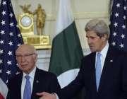 واشنگٹن: مشیر خارجہ سرتاج عزیز اور امریکی وزیر خارجہ جان کیری ملاقات ..