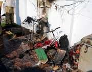 پشاور: کالا باڑی میں ایک مکان میں آگ لگنے کے بعد تباہی کامنظر۔