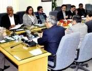 اسلام آباد، وفاقی وزیر خزانہ اسحاق ڈار فیڈرل بورڈ آف ریونیو کے اجلاس ..