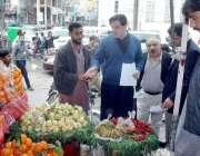 لاہور: صوبائی وزیر خوراک و چیئرمین پرائس کنٹرول کمیٹی بلال یاسین مین ..
