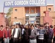 راولپنڈی: گورڈن کالج کے طالبعلم اپنے مطالبات کے حق میں احتجاج کر رہے ..