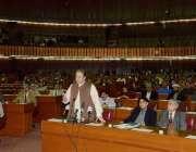 اسلام آباد: وزیر اعظم نواز شریف قومی اسمبلی کے اجلاس سے خطاب کر رہے ..
