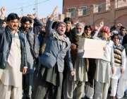 پشاور ، کرم ایجنسی کے متاثرین راشن نہ ملنے پر احتجاج کر رہے ہیں۔