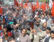 لاہور: پاکستان واپڈہائیڈرو الیکٹرک لیبر یونین کے اراکین اپنے مطالبات ..