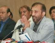 لاہور ، متحدہ قومی موومنٹ کی رابطہ کمیٹی کے رکن ڈاکٹر فاروق ستار پریس ..