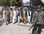 کوئٹہ: وزیر اعلیٰ بلوچستان ڈاکٹر مالک بلوچ اور دیگر اسمبلی ممبران پیدل ..