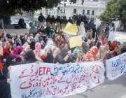 لاہور: ای ٹی پی بورڈ کے تعلیمی اداروں کے ملازمین اپنے مطابات کے حق میں ..
