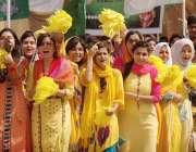 راولپنڈی: میڈیکل کالج میں سپورٹس ویک کے افتتاح کے بعد طالبات اپنی خوشی ..
