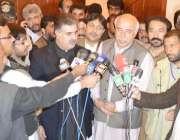 کوئٹہ، وزیراعلی بلوچستان ڈاکٹر عبدالمالک بلوچ میڈیا سے گفتگو کر رہے ..