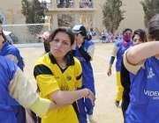 کوئٹہ: سپورٹس فیسٹیول میں حصہ لینے والی فٹ بال ٹیم کی کھلاڑی میچ ہارنے ..