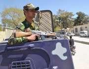 کوئٹہ: صدر پاکستان ممنون حسین کی آمد کے موقع پر زرغون روڈ پر سکیورٹی ..