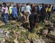اسلام آباد: فروٹ منڈی بم دھماکہ کے بعد جائے وقوعہ سے شواہد اکٹھے کئے ..