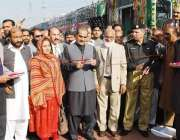 راولپنڈی، وفاقی وزیر ریلوے خواجہ سعد رفیق نئی کوچز کا افتتاح کر رہے ..