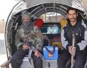 کوئٹہ ، بروری روڈ پر سخت سیکورٹی انتظامات میں پولیو ورکرز خواتین کو ..