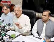 اسلام آباد: وفاقی وزیر برائے پانی و بجلی خواجہ آصف پریس کانفرنس سے خطاب ..