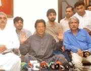 لاہور ، تحریک انصاف کے چئیرمین عمران خان اپنی رہائشگاہ پر پریس کانفرنس ..