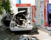 راولپنڈی ، راول روڈ ٹوٹل پمپ پر گاڑی میں گیس بھرنے کے دوران سلنڈر پھٹنے ..
