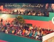 اسلام آباد، ڈی چوک میں تحریک انصاف کے جلسہ عام میں سٹیج پر رہنما بیٹھے ..