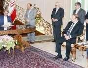 تہران ، وزیر خزانہ سینیٹر اسحاق ڈار اور ایرانی وزیر خارجہ علی طیبنیہ ..
