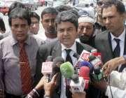 کراچی ، سابق صدر پرویز مشرف بیرسٹر فروغ نسیم سندھ ہائیکورٹ کے باہر ..