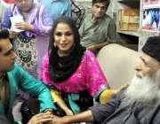 کراچی ، اداکارہ وینا ملک اور اسد خٹک معروف سماجی رہنما عبدالستار ایدھی ..
