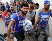 کراچی، منگھو پیر کے علاقے سے ملنے والی لاشیں عباسی شہید ہسپتال منتقل ..