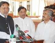 لاہور، اپوزیشن لیڈر میاں محمود الرشید پنجاب اسمبلی کے اجلاس کے موقع ..